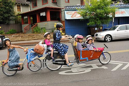 mamma con 6 figli mezzo di trasporto bici babygreen. Black Bedroom Furniture Sets. Home Design Ideas