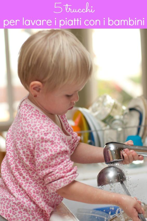 Attività con i bambini: lavare i piatti