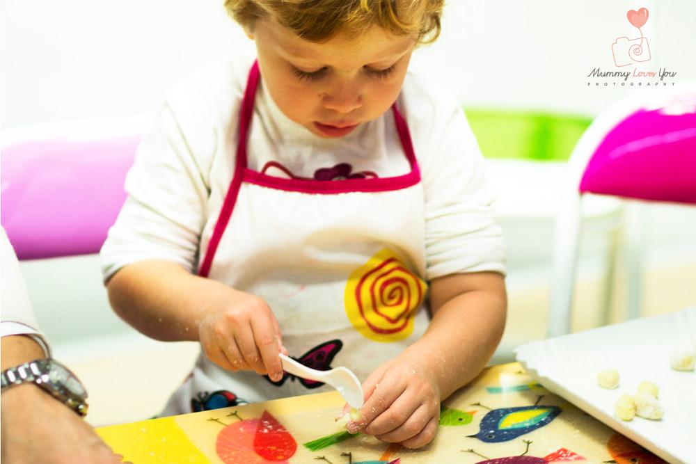4 buoni motivi inaspettati per cucinare con i bambini babygreen - Cucinare coi bambini ...