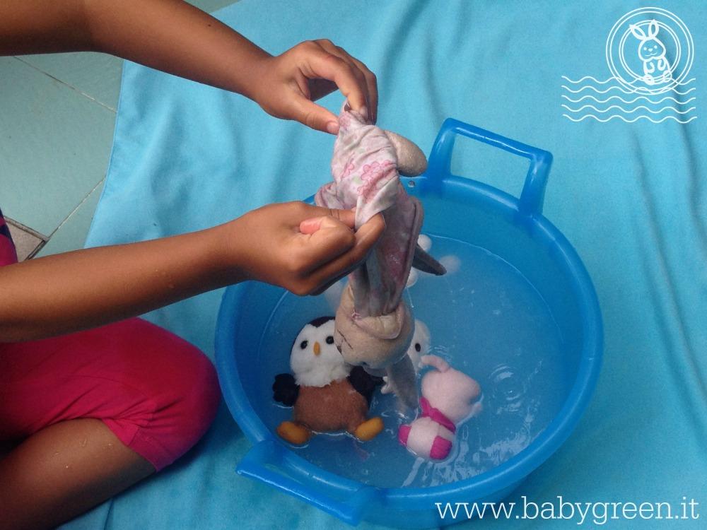 """Anche i bambini possono """"fare il bagnetto"""" ai loro pupazzi"""