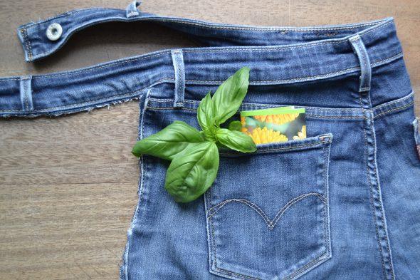 Come riciclare i jeans in un grembiule in 5 minuti