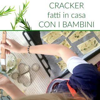Cracker fatti in casa con i bambini