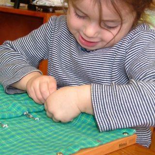 Giochi Montessori: non basta dire legno