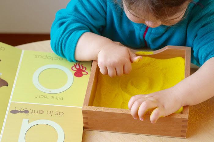 Giochi montessori fai da te 3 5 anni babygreen for Calamite frigo fai da te