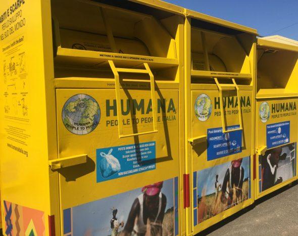 contenitori per donare vestiti usati