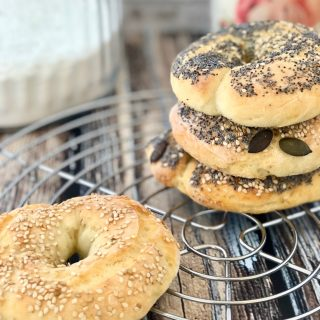 Bagel: la ricetta semplice (2 ingredienti in 5 minuti)