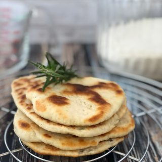 Flatbread: ricetta del pane in padella (2 ingredienti in 5 minuti)
