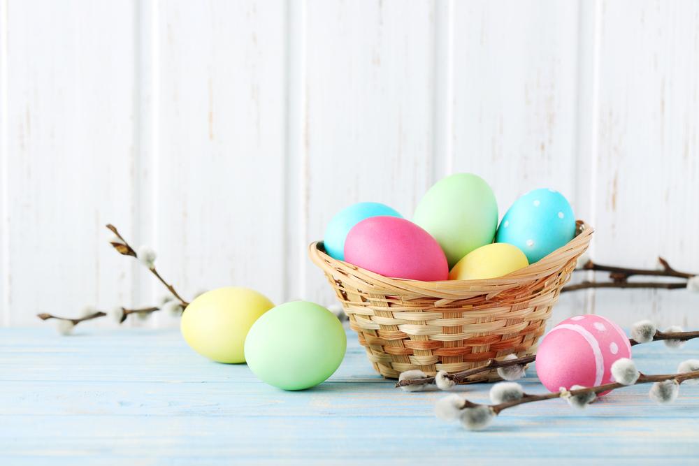 aprile-uova-colorate-pasqua
