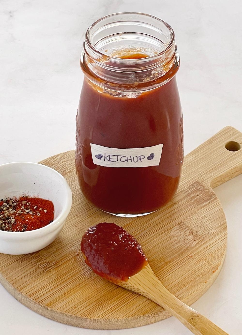 Ketchup fatto in casa: ricetta semplice e veloce. Homemade e naturale. Pochi ingredienti.