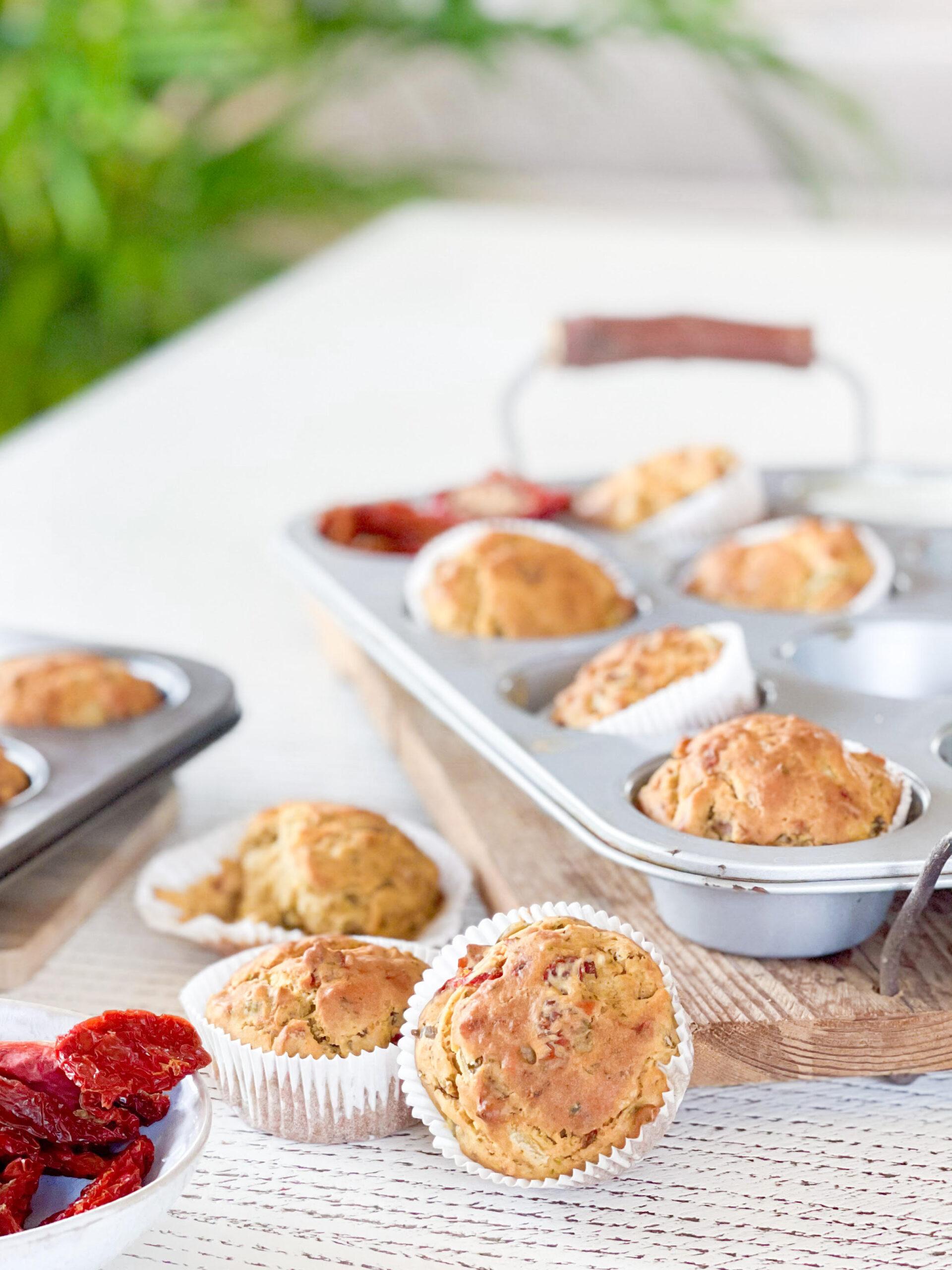 Muffin salati (vegan) con pomodori secchi e olive