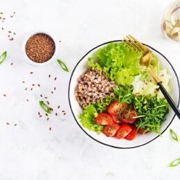5 insalate-fredde-di-cereali-vegetali